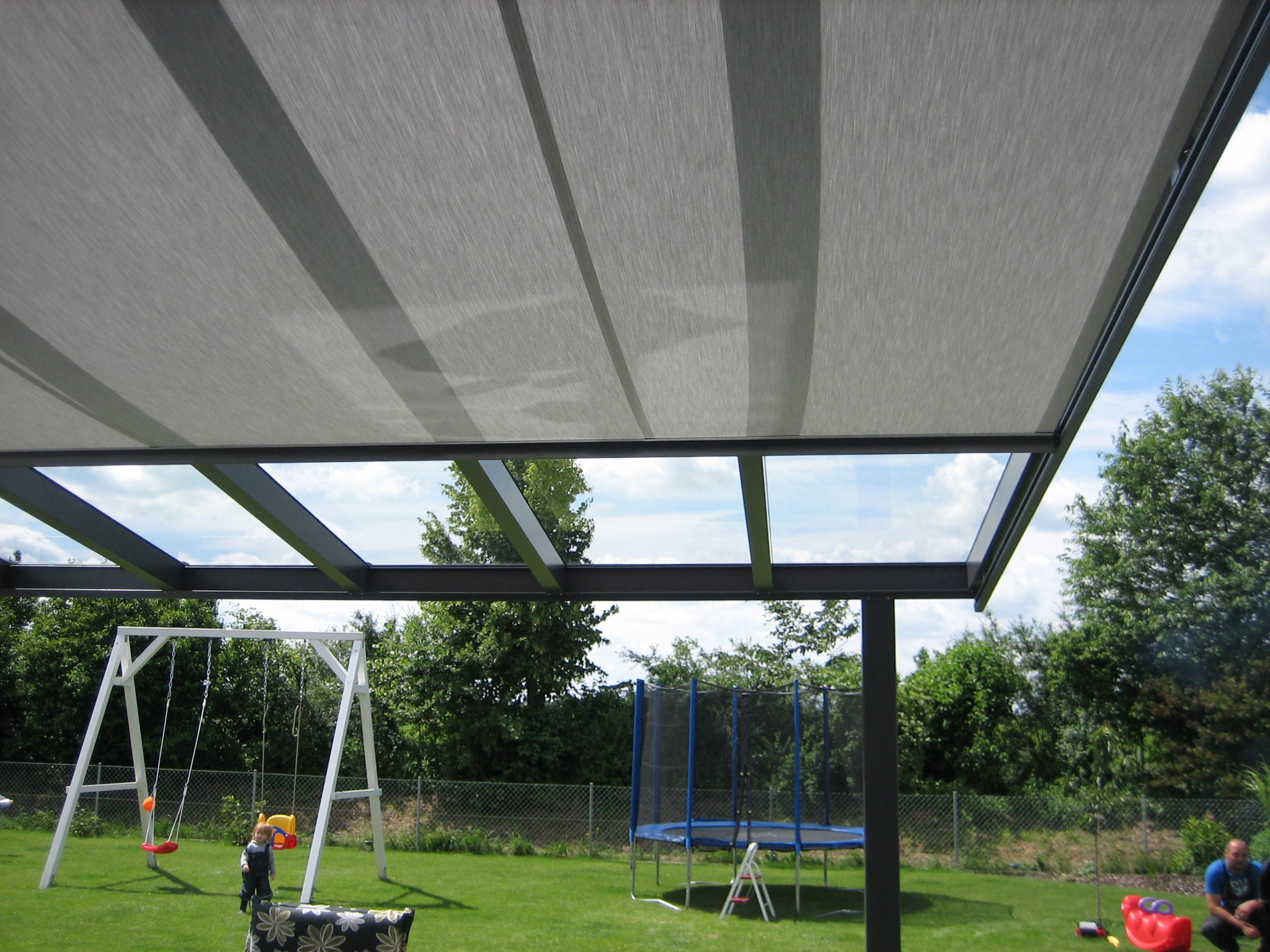Terrassendach markise aus stoff mit elektromotor for Markise neu bespannen